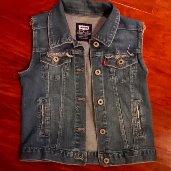 Classic Levi's distressed vest sz med 10-12 yrs